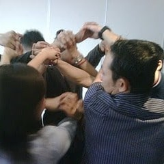Team Building Games: Hands Knot